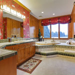 Grand Fir Suite Bathroom Tile Jacuzzi Tub